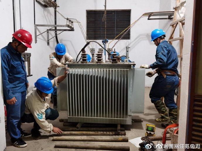 南京江北新区供电公司半夜抢修护航防汛工作