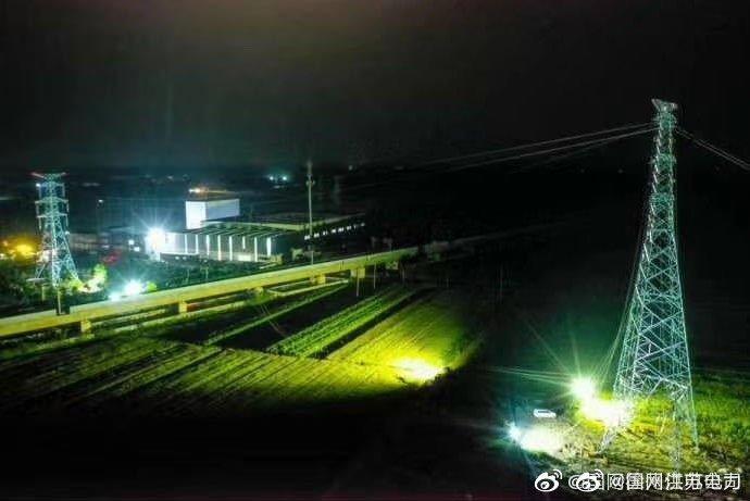 220千伏三堡-易城送电线路全线架通送电