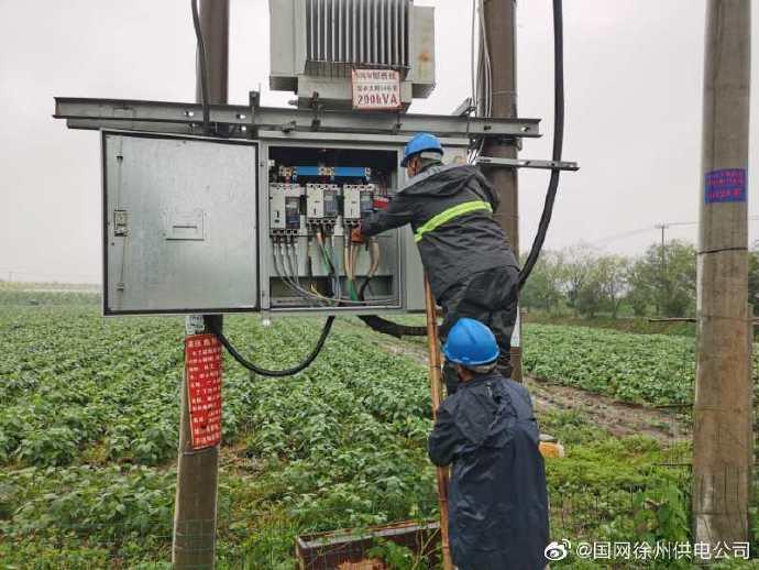 杜家村变压器紧急抢修保障农田积水排涝